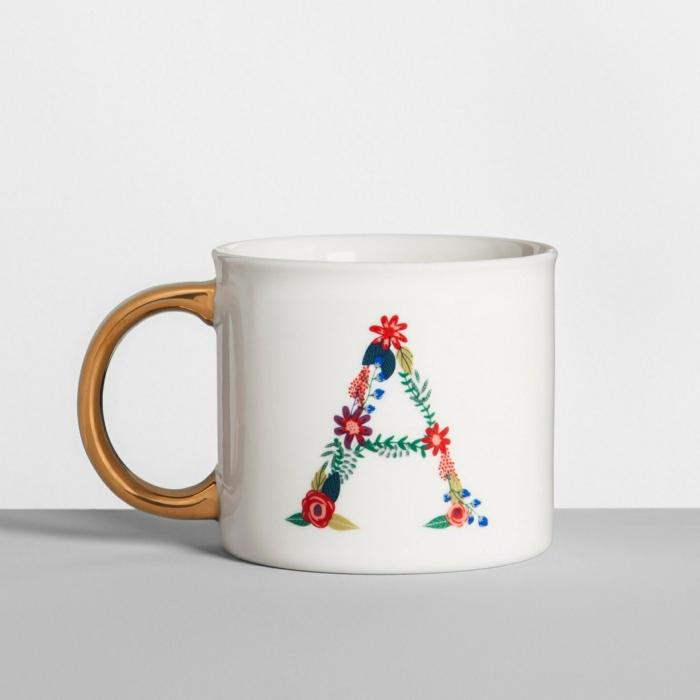 ideas amigo invisible originales, tazas de café personalizadas, tazas con letras bonitas de diseño