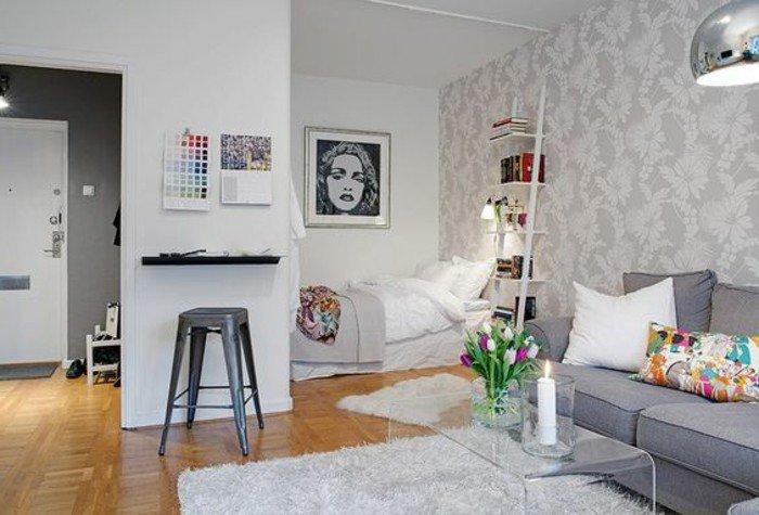 piso abierto decorado en blanco y gris, suelo de parquet, alfombra en blanco, como decorar una habitacion de estudio