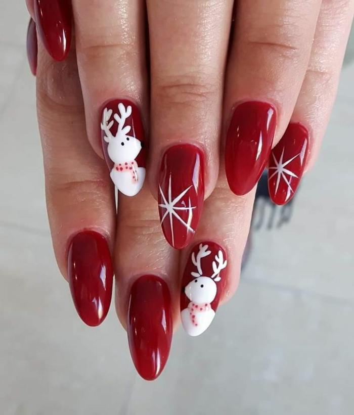 uñas largas almendradas en rojo fuego, colores y diseños clásicos para uñas de navidad en imágines