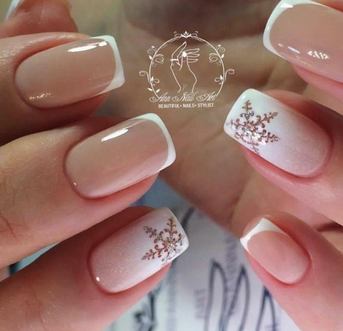 uñas francesas con hermosos dibujos en blanco, detalles decorativos navideños para tu manicura