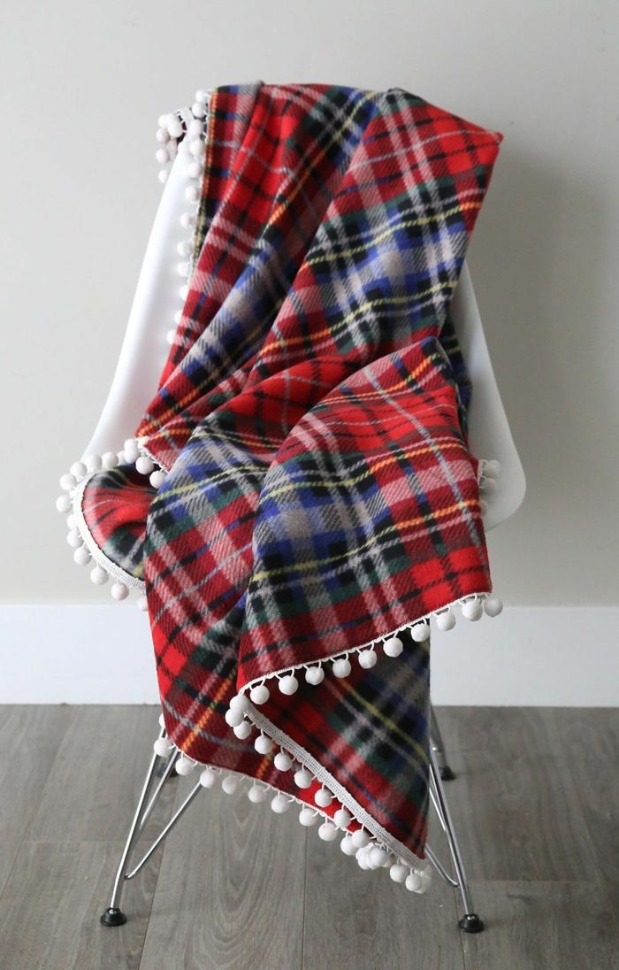 manta acogedora para regalar en Navidad, ejemplos de ideas para amigo invisible para hombres y mujeres