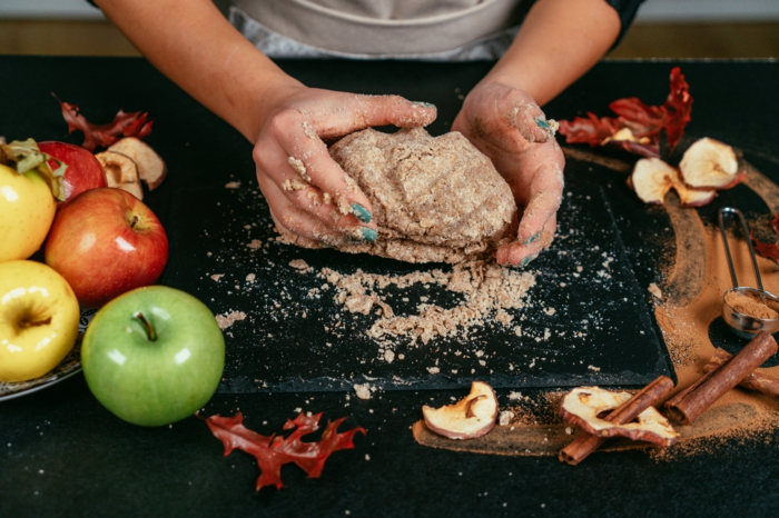 masa casera hecha con harina integral, ideas de recetas para hacer postres ricos y fáciles, como hacer tarta de manzana