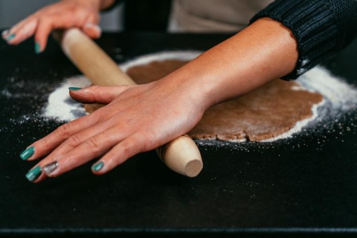etapas para preparar postres ricos y fáciles para toda la familia en navidad, masa de mantequilla y harina integral