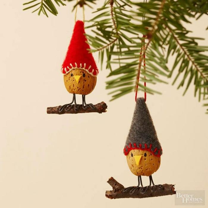 mini adornos hechos de materiales naturales, ideas sobre cómo adornar un árbol navideño en estilo rústico