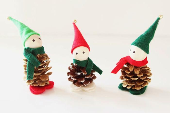 adorables mini adornos hechos de piñas decoradas, ideas sobre como adornar un arbol de navidad casero