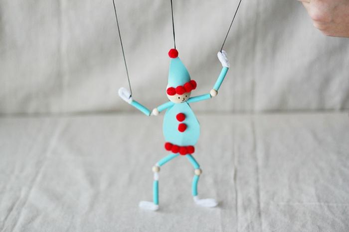 muñequito DIY hecho de pasta, adornos de navidad caseros super original, propuestas DIY para adornar el árbol