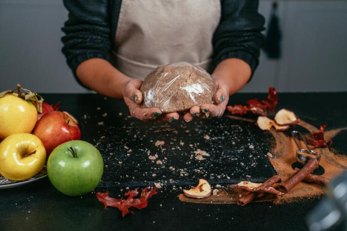recetas caseras de postres fáciles y rápidas, masa de harina integral, sal y mantequilla, como preparar una tarta de manzana receta americana clásica con ingredientes saludables