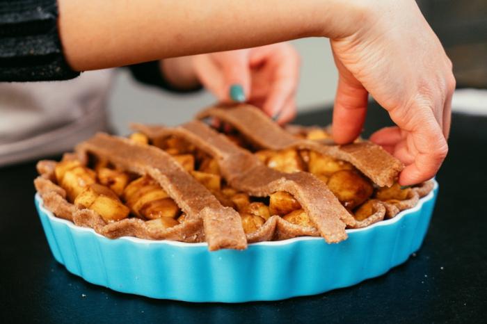 ideas fáciles y rápidas sobre como hacer una tarta de navidad y trucos caseros, tarta americana clásica con manzanas
