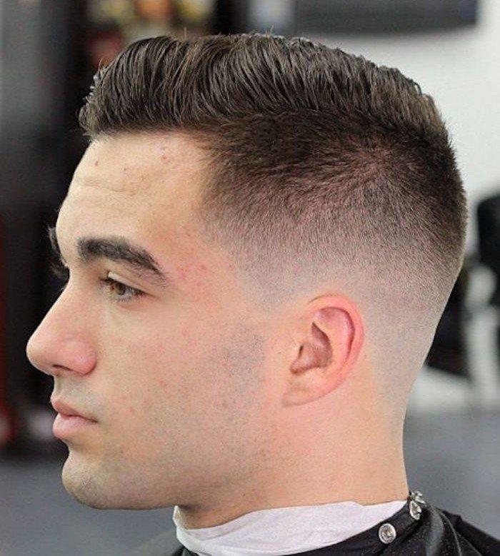 rapados hombre con ligero degradado, últimas tendencias en peinados y cortes hombre para esta temporada