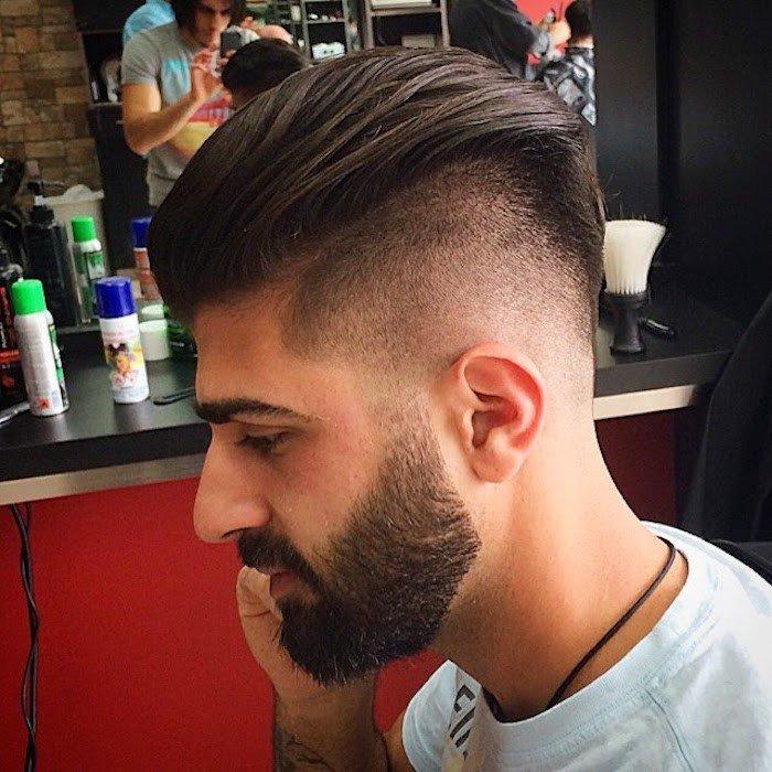 los mejores peinados en estilo hipster, cabello castaño oscuro largo en la parte central, sienes cortos