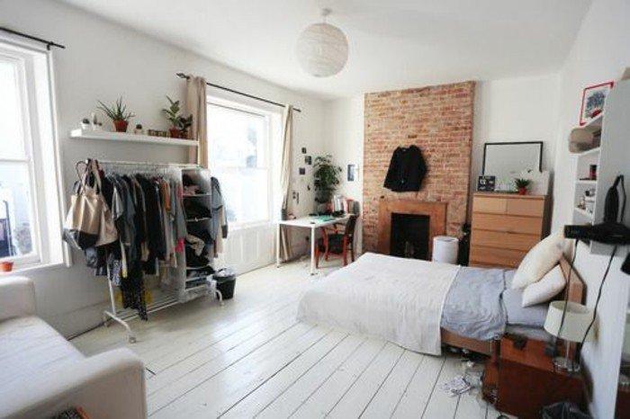 habitación de diseño abierto, como decorar un estudio en estilo industrial, suelo de madera, pared de ladrillo