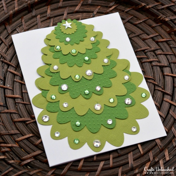 árbol navideño hecho de cartulina decorado con piedras brillantes, ideas de tarjetas de felicitacion de navidad