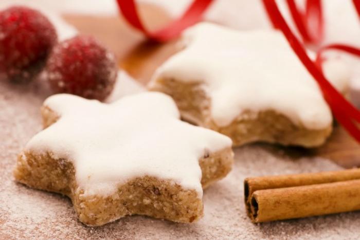 galletas jengibre en forma de estrellas con glaseado real, recetas faciles y rapidas de postres navideños