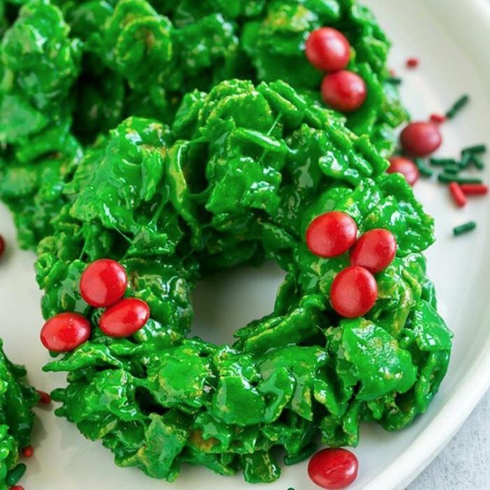 postres navideños decorados temáticamente, recetas navideñas fáciles y rápidas, coronas de navidad