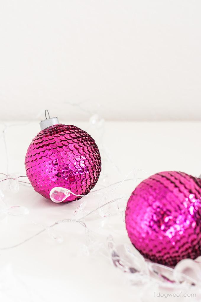 preciosas ideas de adornos de navidad caseros hechos a mano, bolas relucientes con lentejuelas