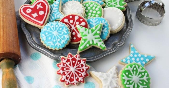 galletas de mantequilla fáciles y rápidas decoradas de encanto, galletas coloridas con glaseado