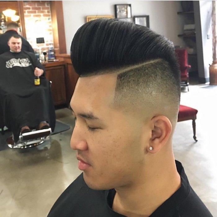 ideas de cortes de pelo con tupé hombre, pelo largo en la parte central texturizado con sienes rapadas
