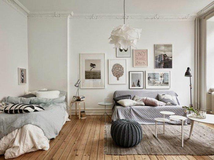 habitación gradne decorada en colores claros, cómo amueblar espacios abiertos