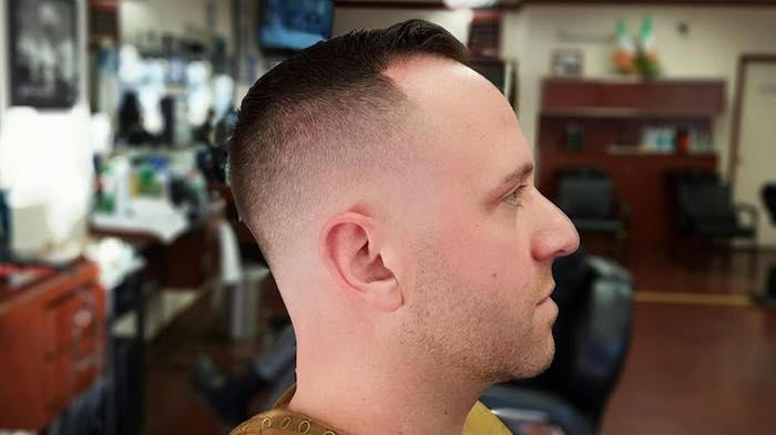 ideas de rapados hombre, peinados y cortes en tendencia para cabello corto, pelo castaño oscuro