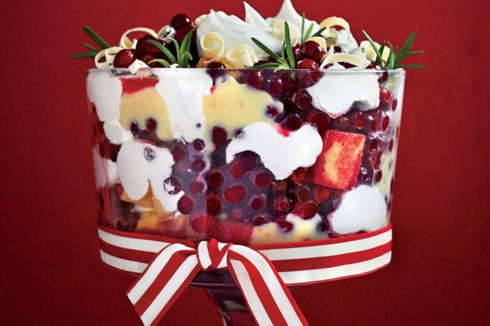 postres navideños originales con frutas, recetas de navidad sencillas y economicas, ensalada de frutas con nata