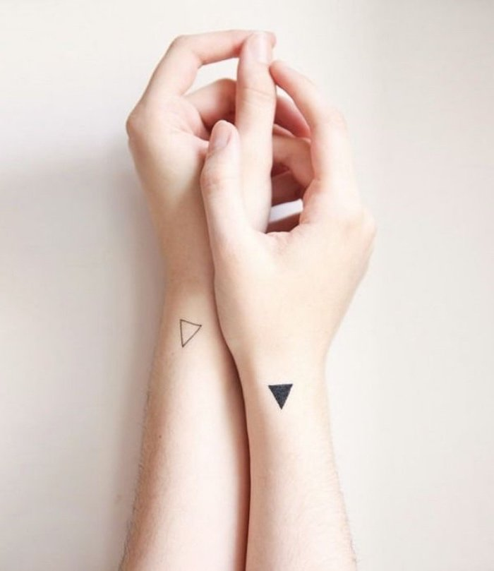 tatuajes geométricos pequeños, ideas de tatuajes pequeños mujer y hombre, fotos de tatuajes con significado