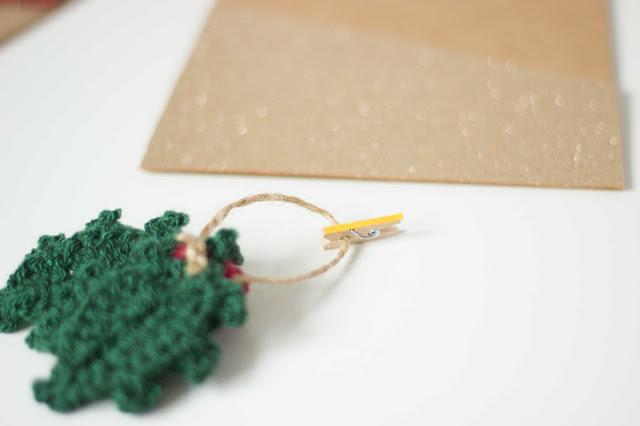regalar postales de navidad personalizadas con adornos navideños, tarjetas super bonitas para hacer con tus hijos