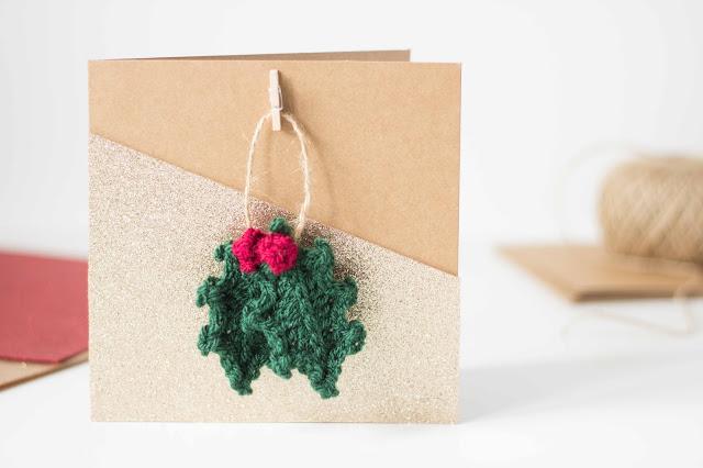 originales propuestas de postales de navidad personalizadas para hacer en caso, adornos navideños hechos de hilo