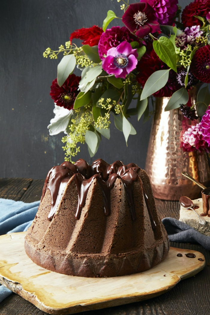 tarta de chocolate con glaseado, recetas de navidad sencillas y economicas, bizcocho de chocolate