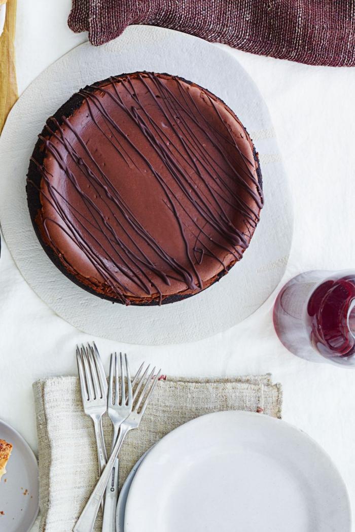 tartas de chocolate clásicas, recetas de navidad sencillas y economicas, tarta de cacao y chocolate
