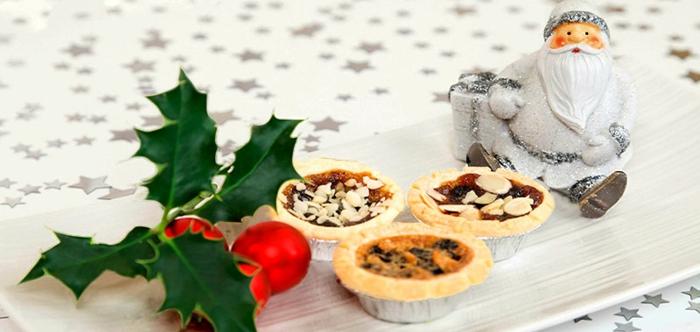 tortitas pequeñas con nueces, bonitas ideas de postres navideños decorados con mucho encanto