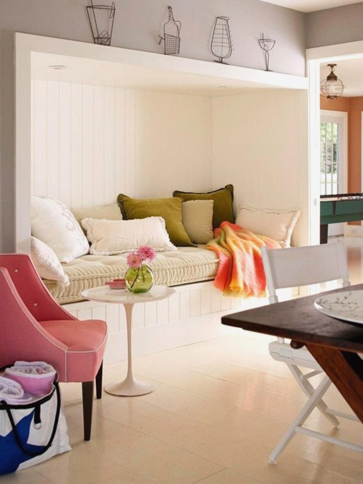 ideas de decoracion de salones en colores claros, decoracion salon pequeño con interesantes elementos arquitectónicos