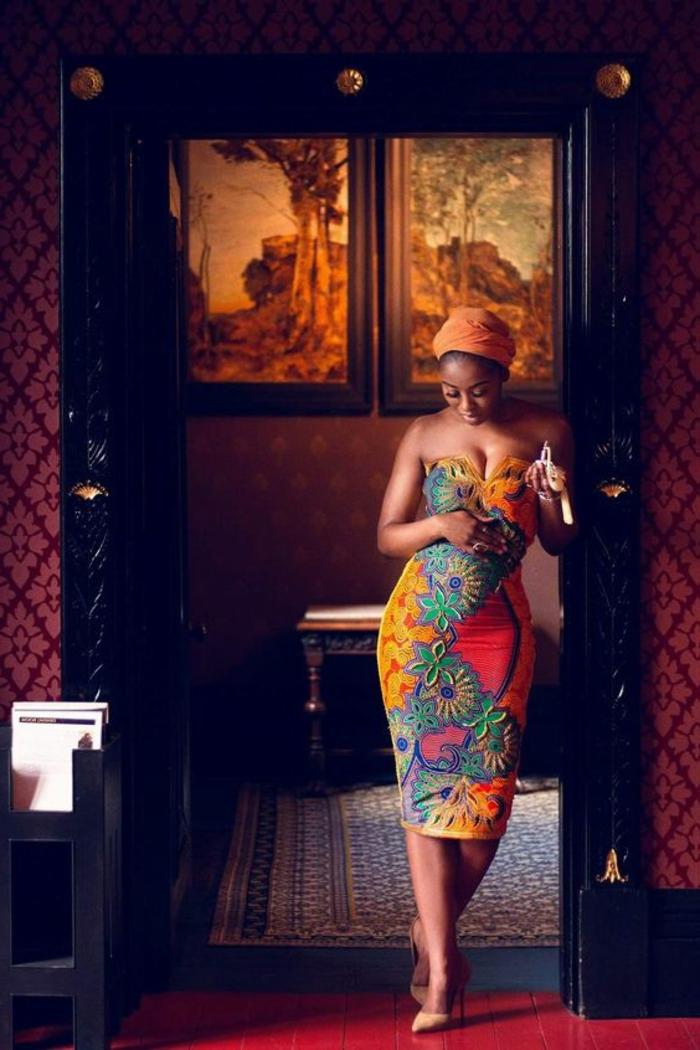 fotos de bonitos vestidos modernos cone stampados wax inspirados en la ropa africana, vestido corto sin mangas en colores llamativos