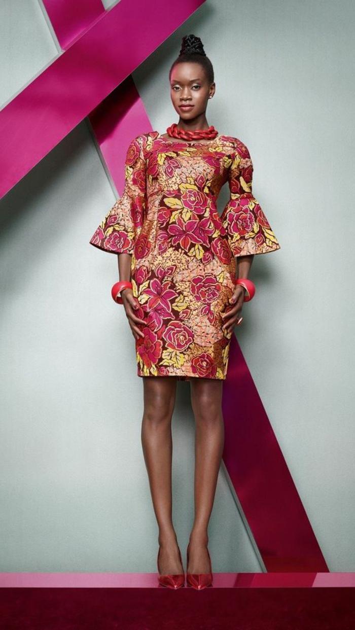 precioso vestido en motivos florales inspirados en la moda etno, vestido corto con mangas acampanadas