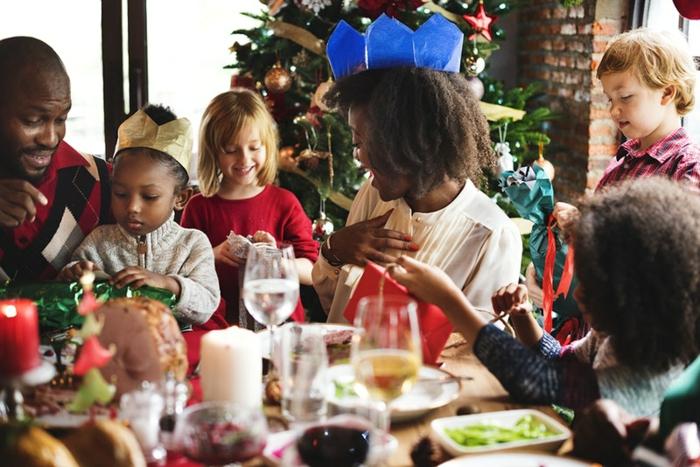 reunion familiar en Navidad, bonitas imagines de navidad que puedes enviar a tus amigos