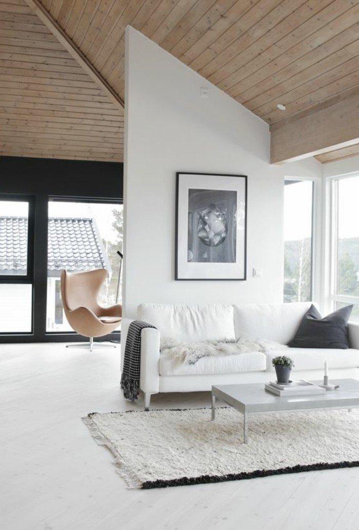 adorable decoracion salon pequeño, paredes blancas, techo de madera, grandes ventanales, decoración estilo nórdico