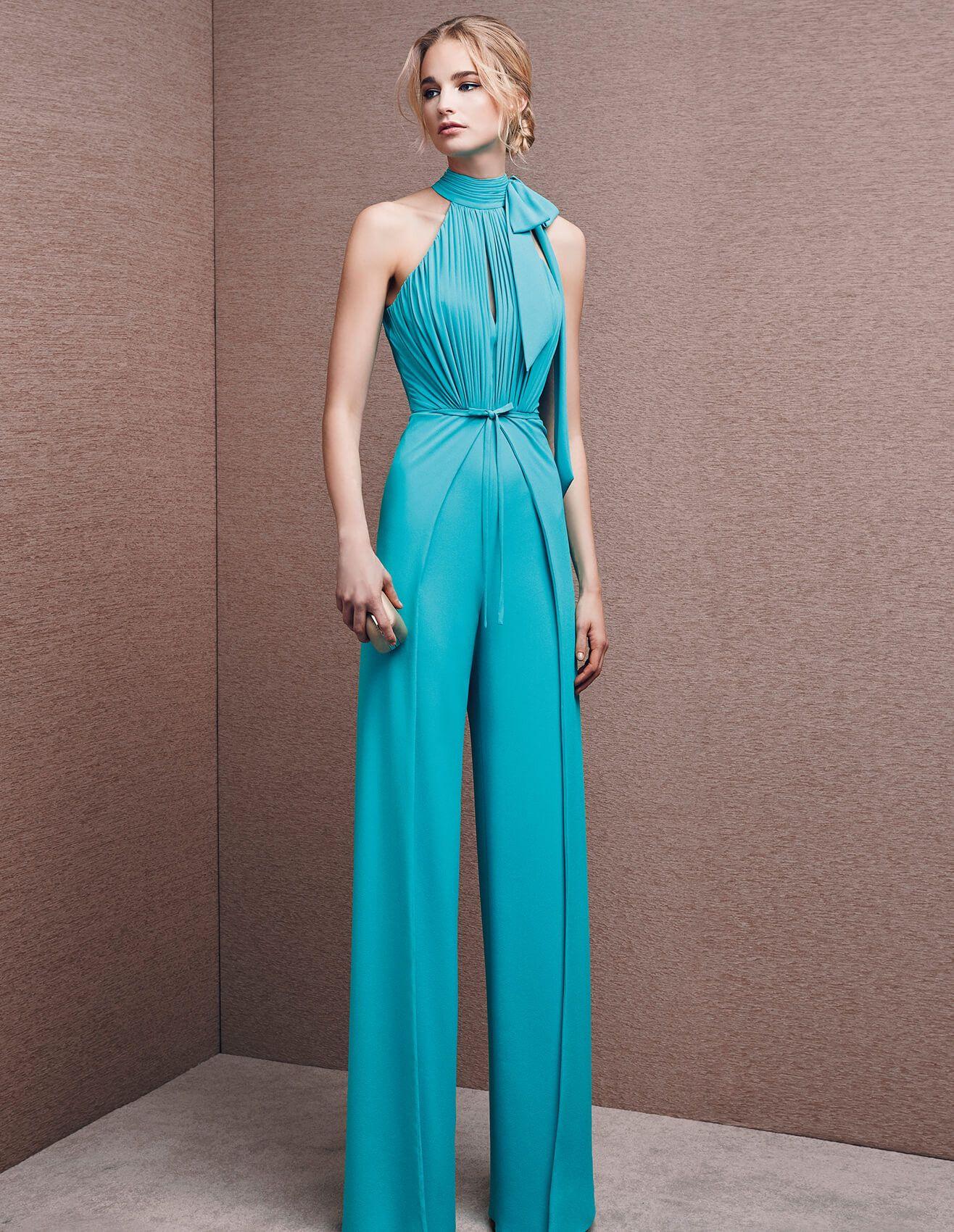 como escoger un atuendo para una boda de dia, mono largo color aguamarina con detalles bonitos