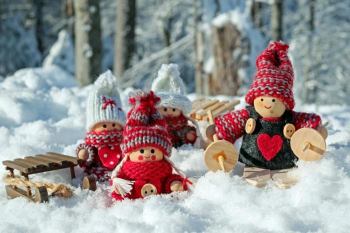 adorables paisajes navideños para descargar y enviar a tus amigos y familiares, juguetes navideños de madera