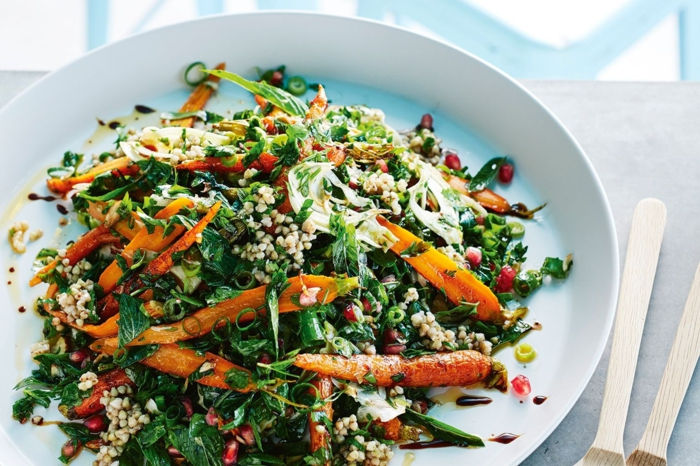 recetas ensaladas saludables para hacer fácilmente, ensalada con quinoa blanca y zanahorias al horno