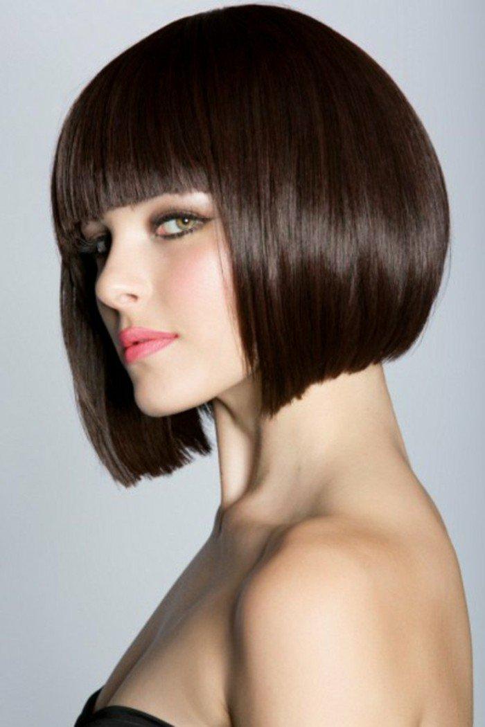 corte de pelo corto con flequillo recto, cortes peinados con reflejos en el pelo