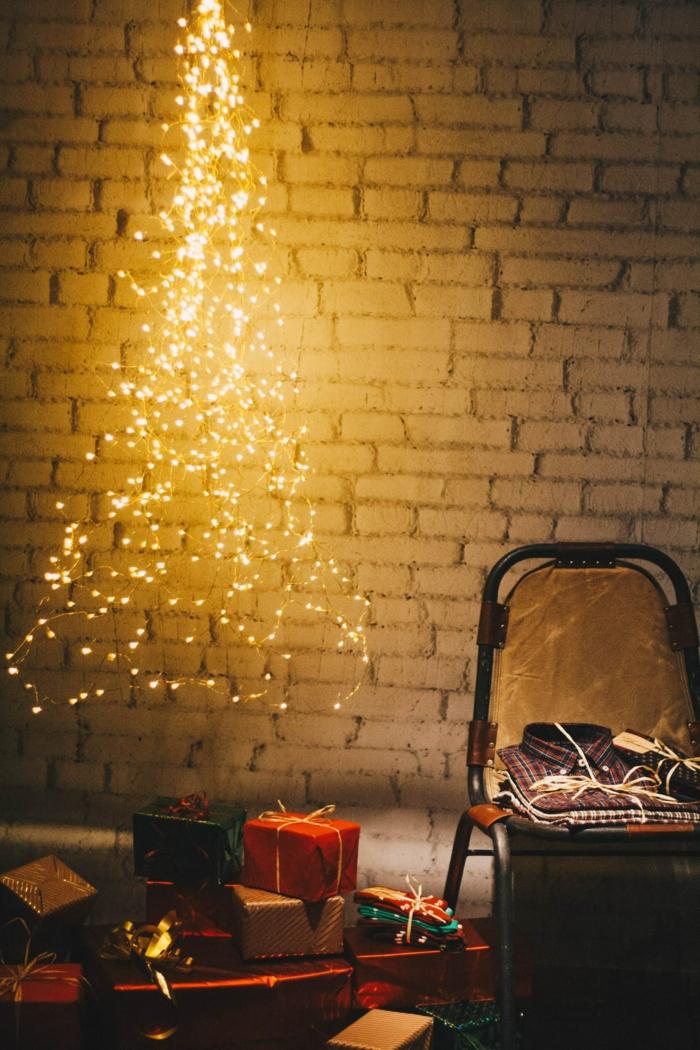 fotos mágicas de Navidad, árbol navideño hecho con bombillas de luces, regalos navideños con embalaje