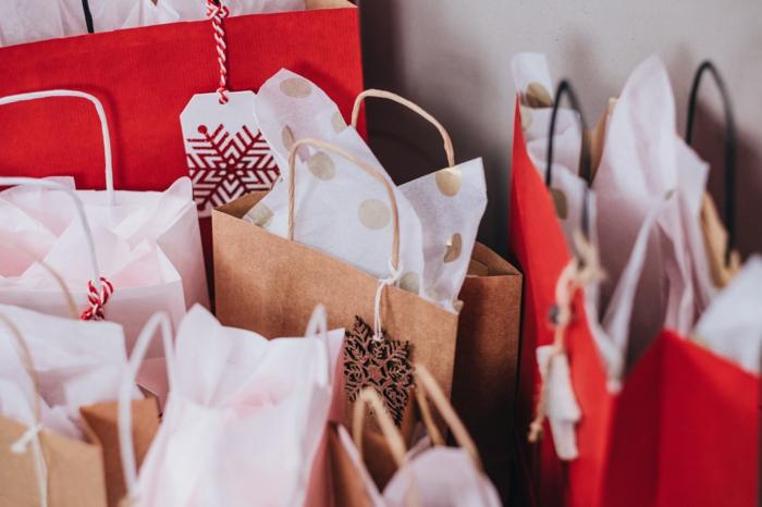 regalos de navidad en bolsas de papel, fotos navideñas bonitas para descargar y enviar
