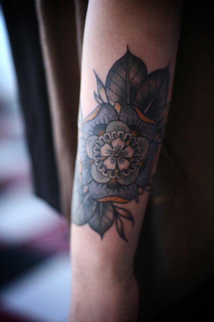 bonitas ideas de flor de loto tatuaje en imagines, ideas de tattoos con flores para hombres y mujeres
