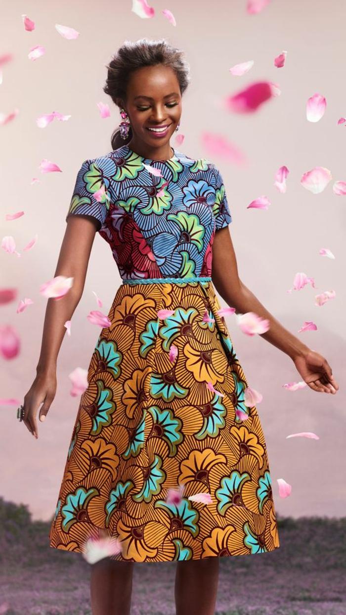 las mejores propuestas de vestidos africanos, precioso vestido con estampados florales en azul y naranja
