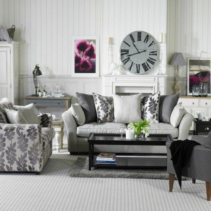 cómo decorar una habitacion gris y blanca en estilo vintage, sillon y sofá en gris con estampados florales
