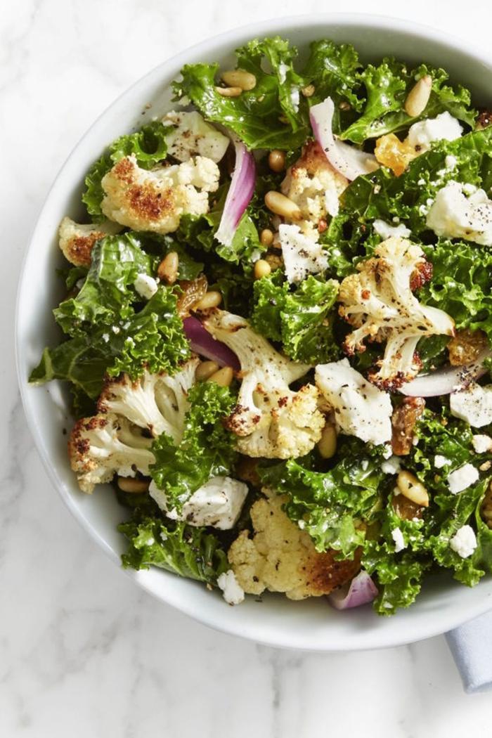ideas de recetas de ensaladas originales, grande ensalada saludable de coliflor, cebolla verde y lechuga