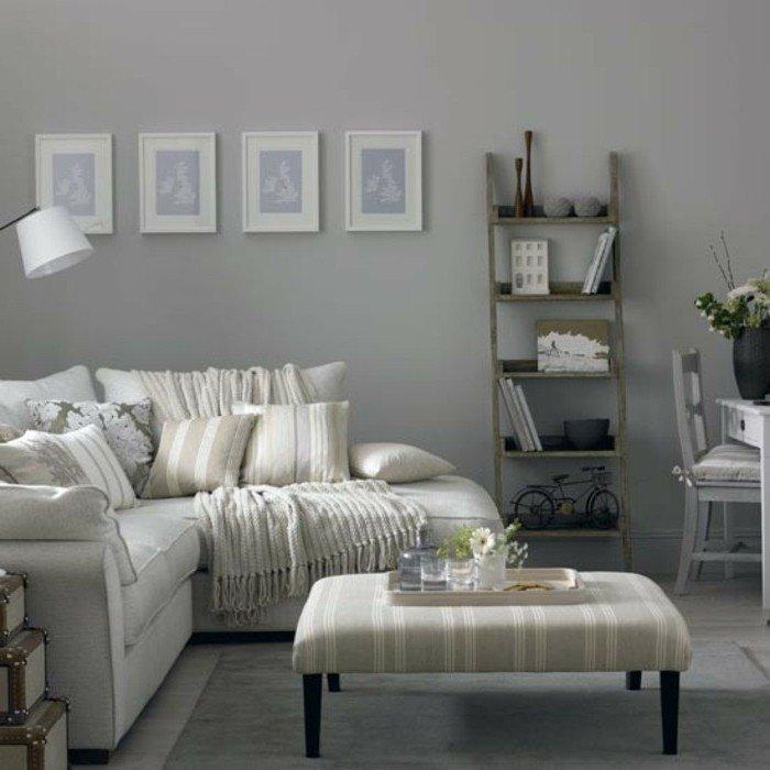 espacio decorado en beige y gris con muchos cuadros en la pared, ideas de habitación gris y blanca