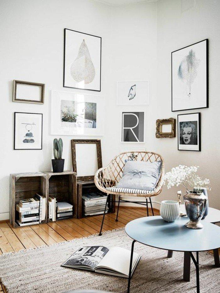 ideas de decoracion de salones pequeños, pequeño espacio decorado en estilo bohemio, muchos cuadros en la pared