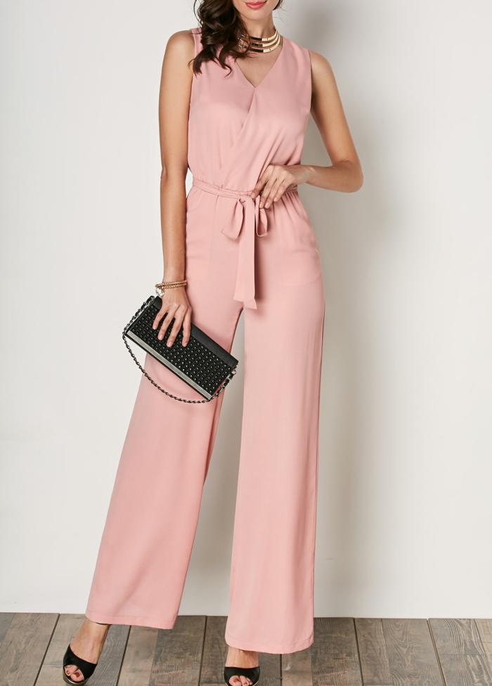 ideas de monos de vestir para bodas en colores modernos, mono en color salmón, precioso detalle en la cintura