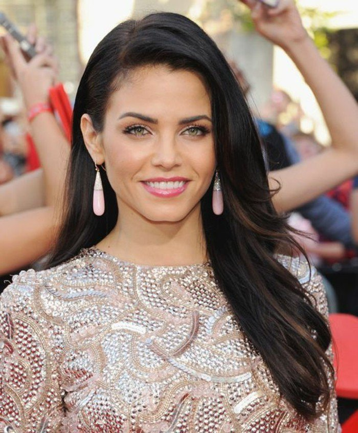pelo largo color castaño oscuro con reflejos más claros, peinados pelo suelto mujer