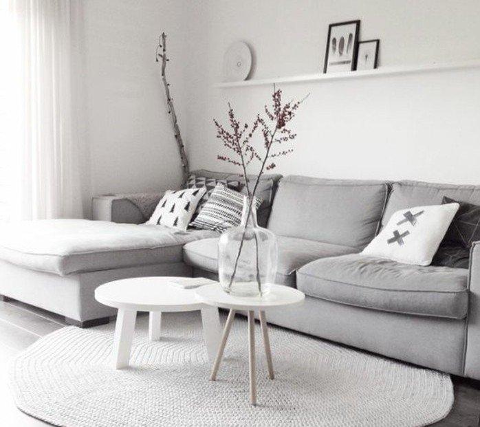 cómo decorar un salón en estilo nórdico, salon gris y blanco con decoración minimalista